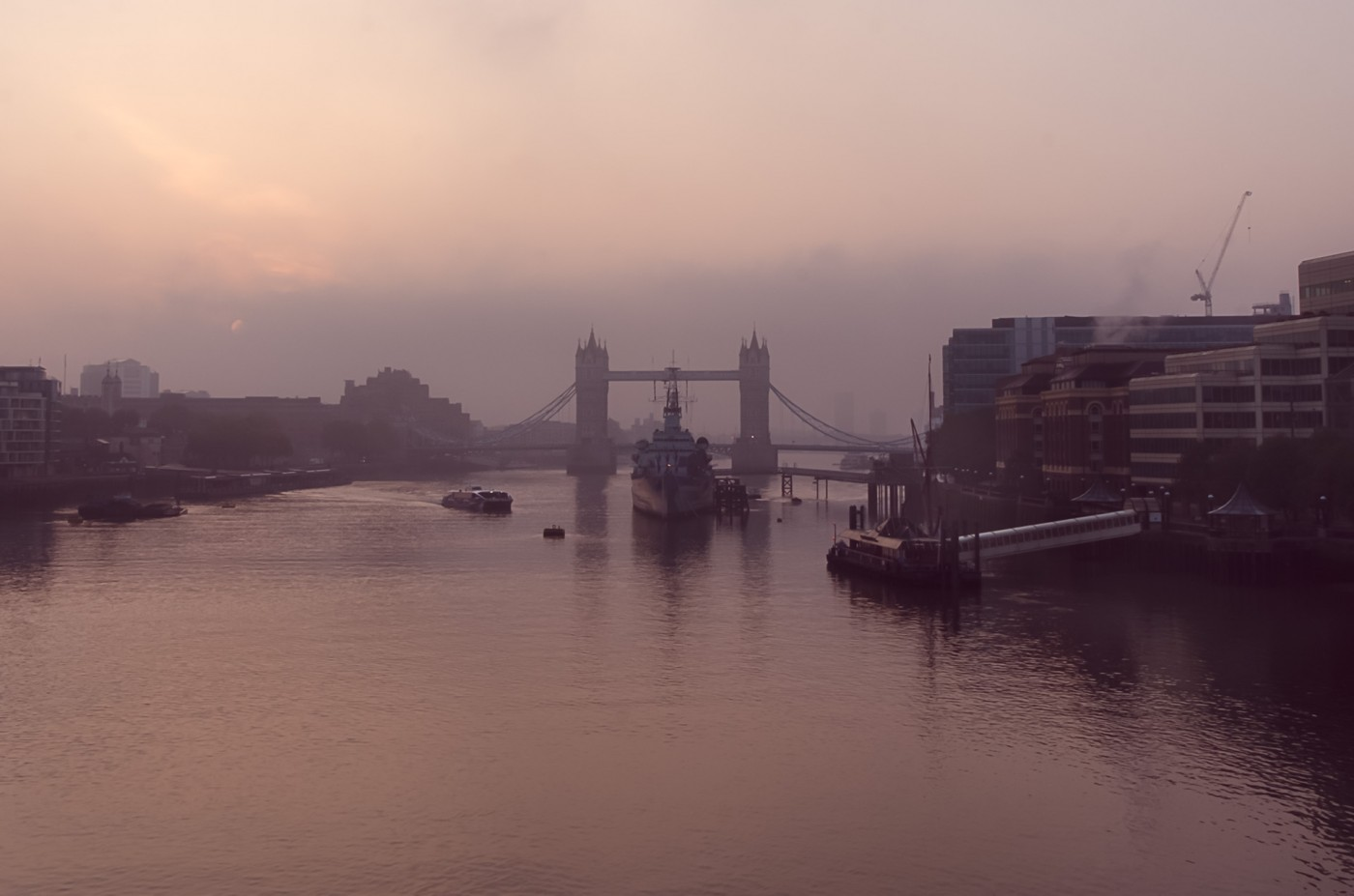 Misty morning at the Thames