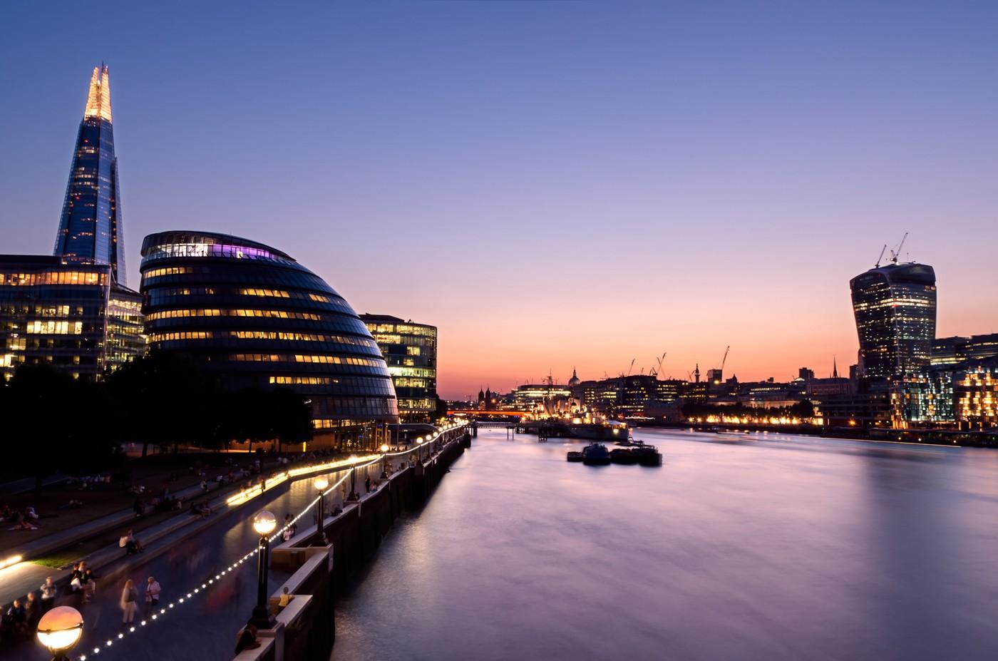 Night at the Thames
