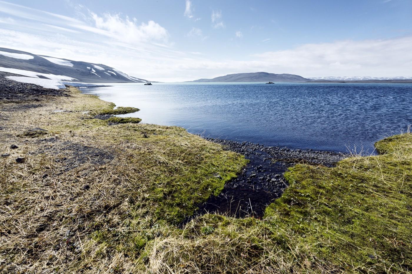 Mountain lake Iceland