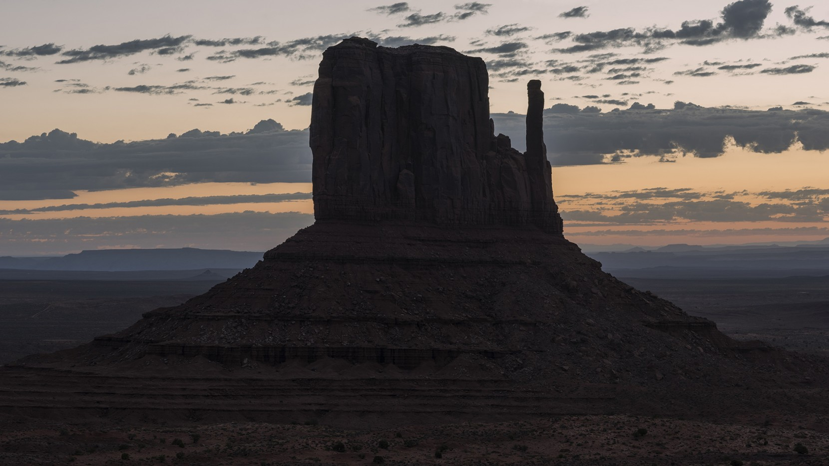 Butte Silhouette, Monument Valley
